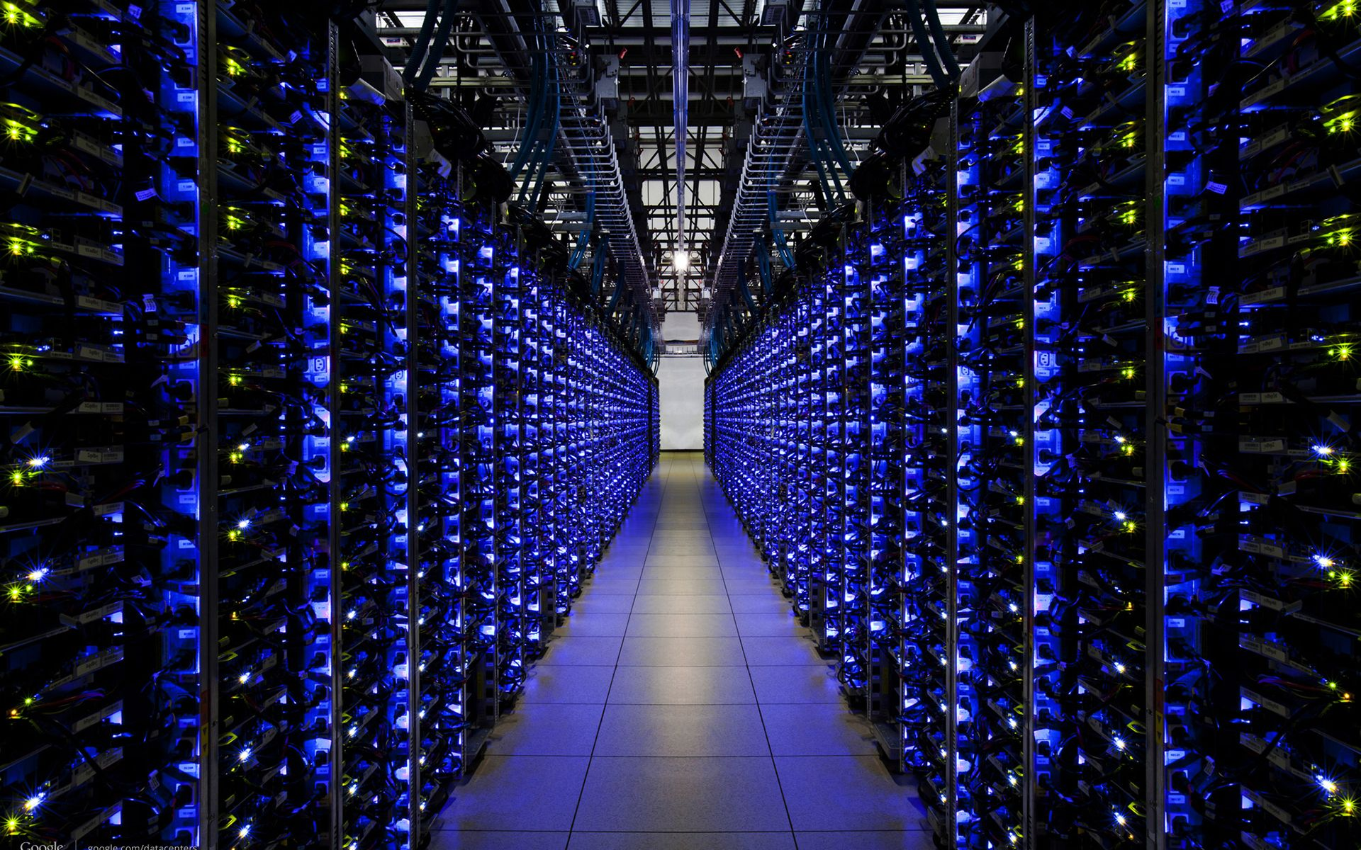 Servers-Server-Farm-Engine-Room1